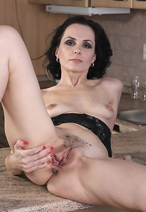 Nude Mature Pussy Porn Pictures