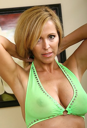 Nude Mature Moms Porn Pictures
