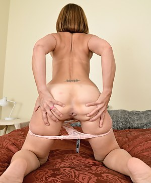Nude Mature Spread Ass Porn Pictures