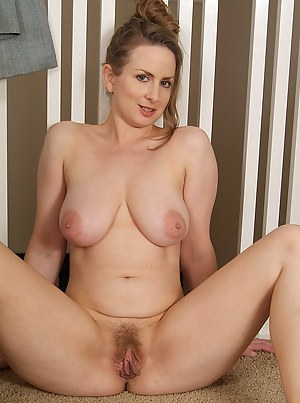 Nude Mature Spreading Porn Pictures
