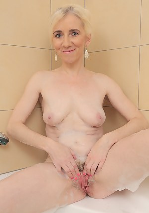 Nude Mature Wet Pussy Porn Pictures