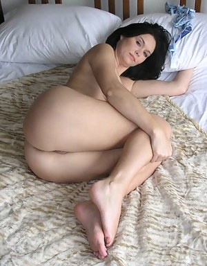 Nude Mature Bedroom Porn Pictures