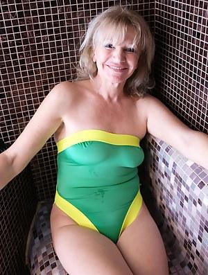 Nude Mature Sauna Porn Pictures