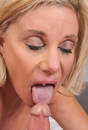 Nude Mature Tongue Porn Pictures