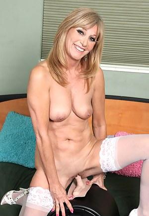 Nude Mature Fucking Machine Porn Pictures