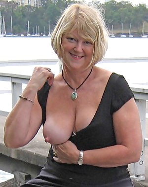 Nude Mature Flashing Porn Pictures