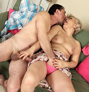 Nude Mature Kissing Porn Pictures