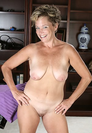 Nude Short Hair Mature Porn Pictures