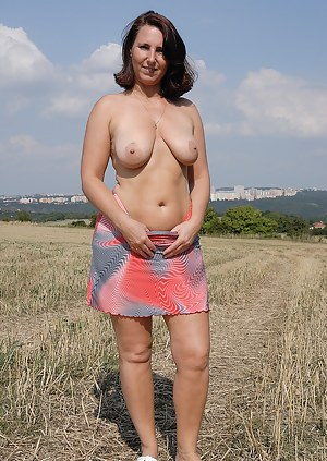Nude Mature Skirt Porn Pictures