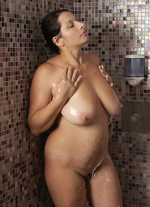 Nude Mature Shower Porn Pictures