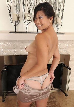 Nude Asian Mature Porn Pictures
