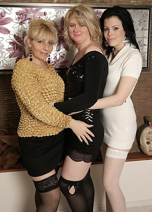 Nude Mature Lesbian Orgy Porn Pictures