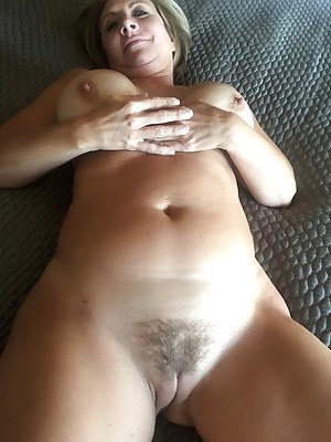 Nude Mature Trimmed Pussy Porn Pictures