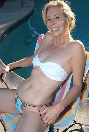 Nude Mature Bikini Porn Pictures