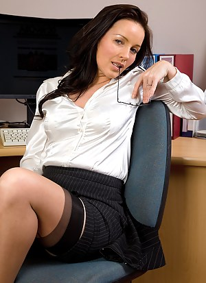 Nude Mature Secretary Porn Pictures
