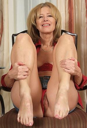 Nude Mature Legs Porn Pictures