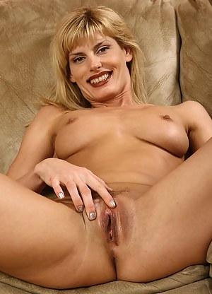 Nude Mature Clit Porn Pictures