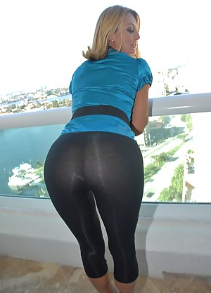 Nude Mature Yoga Pants Porn Pictures