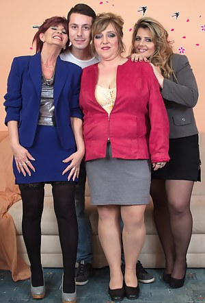 Nude Mature Foursome Porn Pictures