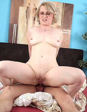 Nude Mature Anal Porn Pictures