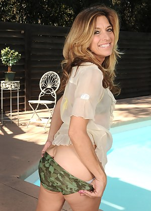Nude Mature Shorts Porn Pictures