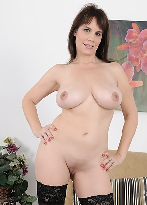 Nude Mature Shaved Pussy Porn Pictures