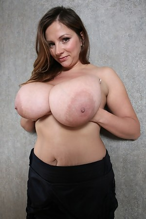 Nude Busty Mature Porn Pictures