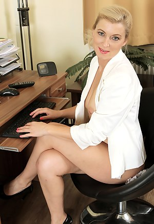 Nude Mature Office Porn Pictures