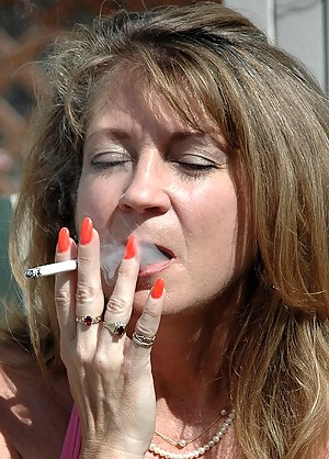 Nude Mature Smoking Porn Pictures