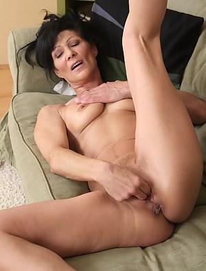 Nude Mature Masturbation Porn Pictures