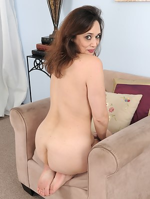 Nude Mature on Knees Porn Pictures