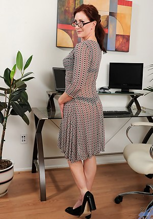 Nude Mature Dress Porn Pictures