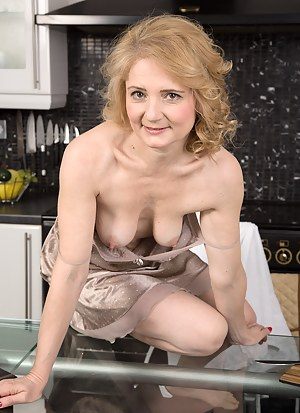 Nude Mature Saggy Tits Porn Pictures