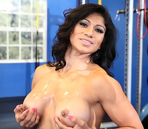 Nude Muscle Mature Porn Pictures