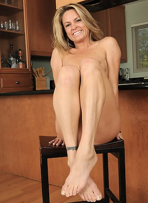 Nude Mature Kitchen Porn Pictures