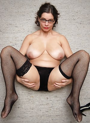 Nude Mature Glasses Porn Pictures