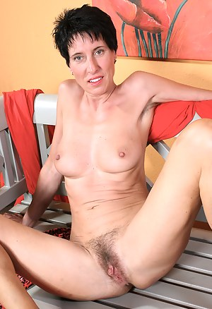 Nude Hairy Mature Porn Pictures
