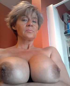 Nude Mature Selfshot Porn Pictures