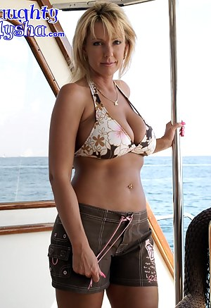 Nude Mature Boat Porn Pictures