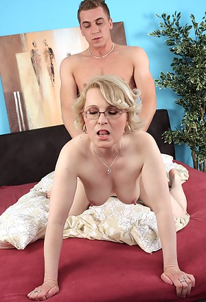 Nude Mature Doggystyle Porn Pictures