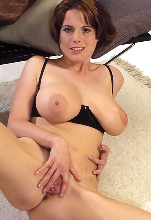 Nude Mature Spread Pussy Porn Pictures