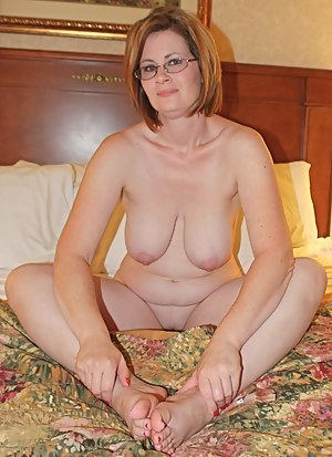 Nude Mature Bedroom Porn Pictures
