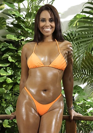 Nude Brazilian Mature Porn Pictures