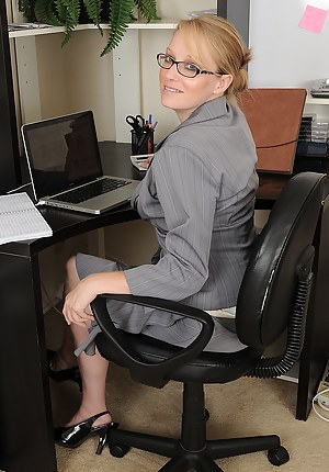 Nude Mature Boss Porn Pictures