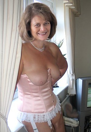 Nude Mature Corset Porn Pictures