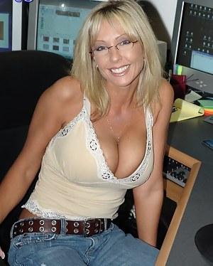 Nude Mature MILF Porn Pictures